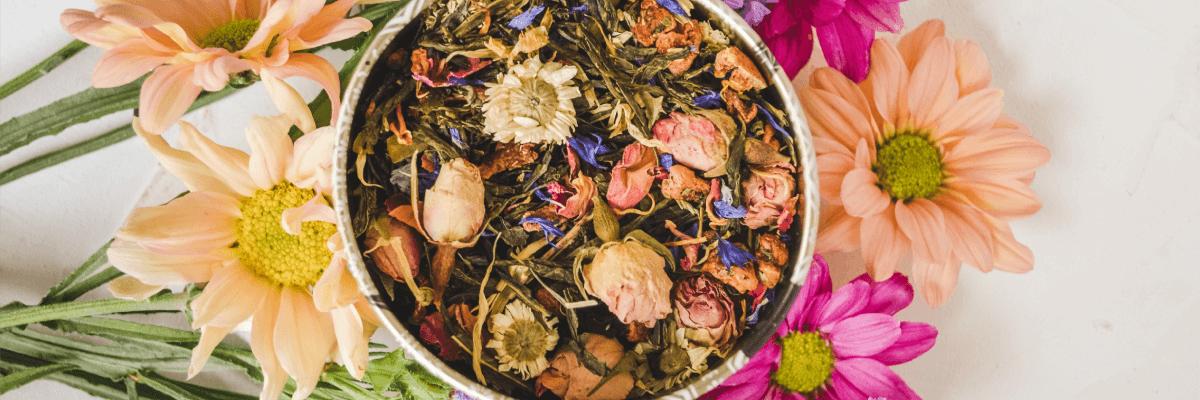 4 gyógynövényes tea, amitől sugárzóan szép és egészséges lesz a bőröd